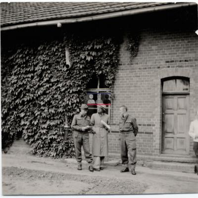 ©ICRC/1940.07.31/War 1939-1945. Schubin. Stalag XXI B,  prisoners of war camp. Visit of the delegate ICRC  Dr. Descoeudres/ICRC Photo Library V-P-HIST-01725-05