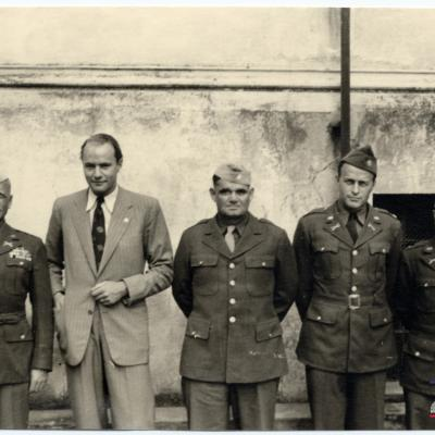 ©ICRC/1944.07.10/War 1939-1945. Altburgund. Oflag 64, prisoners of war camp. Visit of the delegate ICRC, Dr. Mayer. Interview with American prisoners of war. From left to right: Major M Meacham; Lt Colonel W Schaeffer; Lt Colonel J Waters; et Senior Ameri